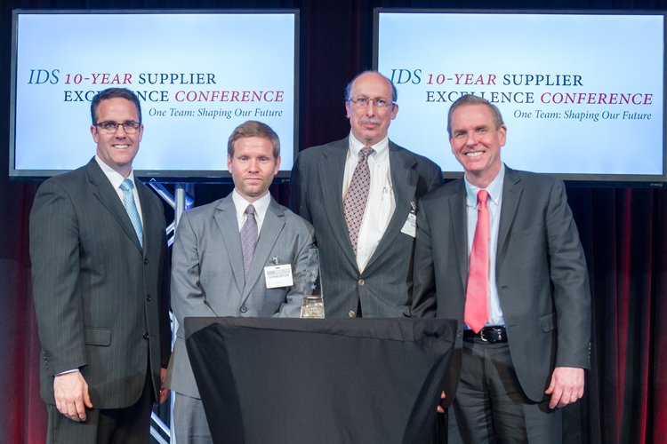 Ernesto Schaeuffler and Jerry Gourd from Oxley receiving the award from Raytheon