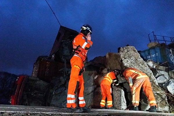 Barrett provides portable HF radio equipment for specialist rescue team.
