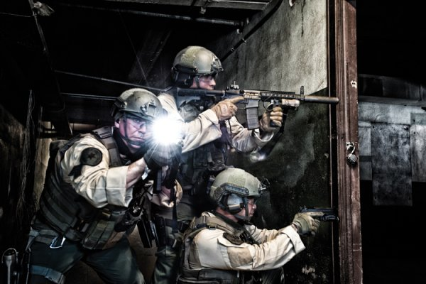 New 7070R Tactical Torch-The First Peli Wireless Rechargeable Light